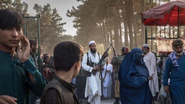 尝试七次终逃离阿富汗 20岁女学生欲返新完成学业