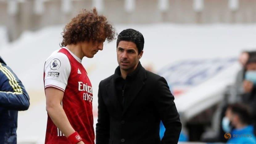 Football: Luiz to leave Arsenal at end of season