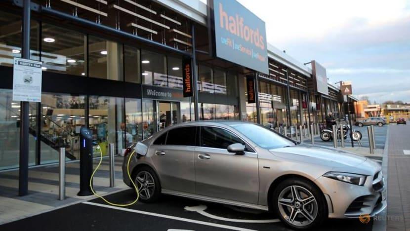 UK watchdog studies 'range anxiety' in electric vehicle charging
