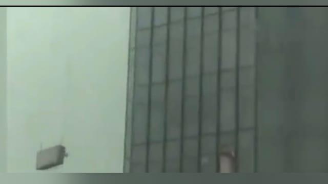 高楼刷墙遭遇大风 武汉两工人死亡