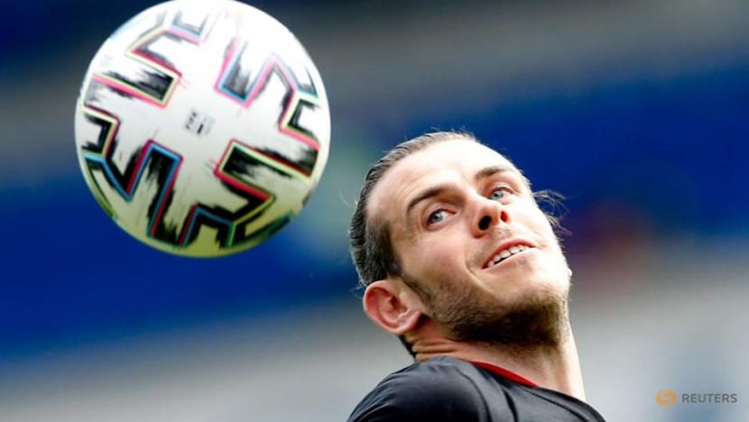 Soccer-Don't give Bale space, Switzerland's Rodriguez warns team mates