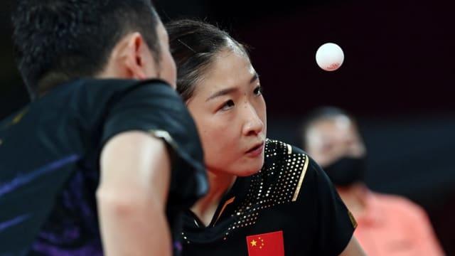 中国乒乓女将刘诗雯受伤 退出女团赛事