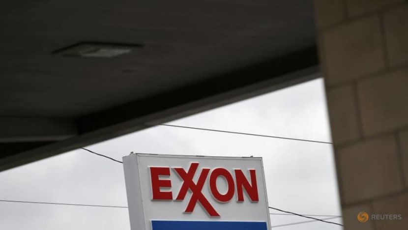 Tiny activist investor's arguments against Exxon draw crowd to its side