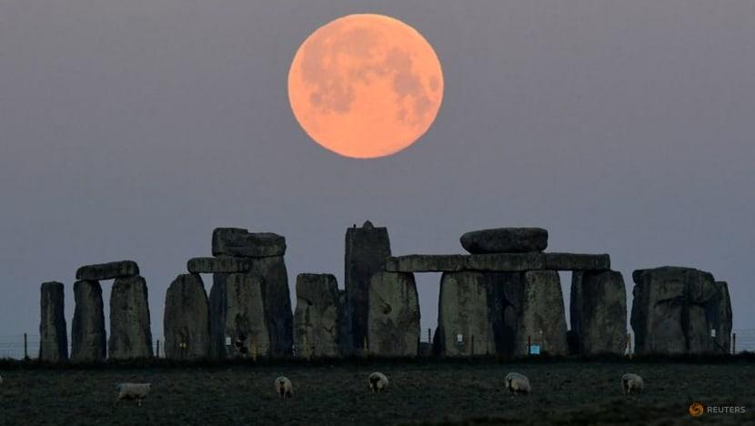 Geological analysis explains durability of Stonehenge megaliths