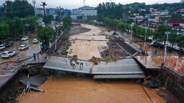 郑州洪灾死亡人数增至33人 八人失踪