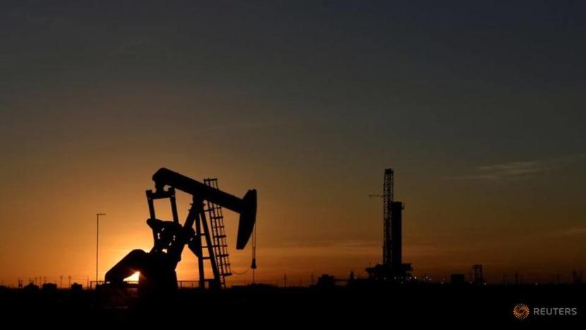 US oil deals sluggish despite Chevron, Devon boost: Enverus