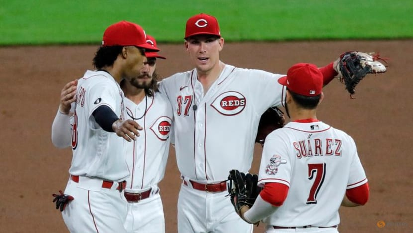 MLB roundup: Joey Votto notches 2,000th hit in Reds' victory