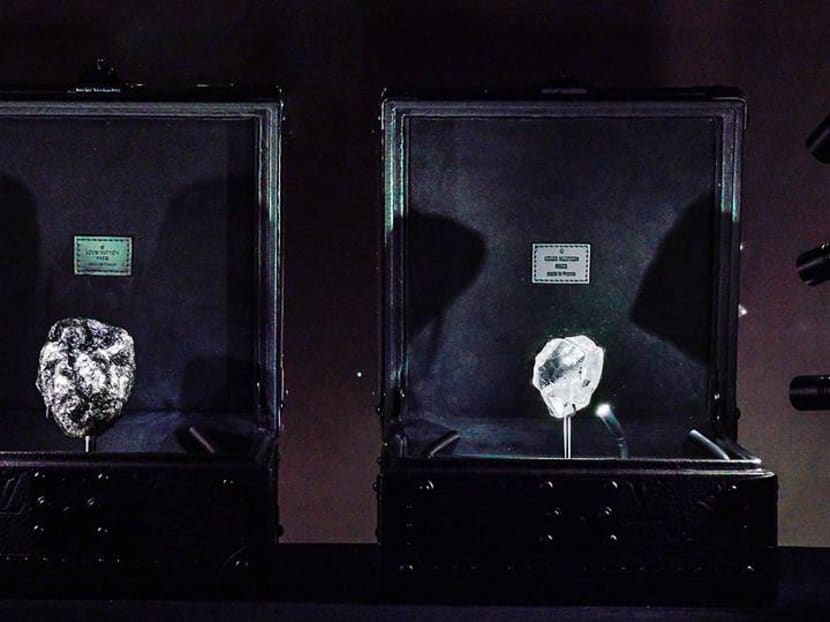 Gawking at two of the rarest diamonds in the world – right here in Singapore