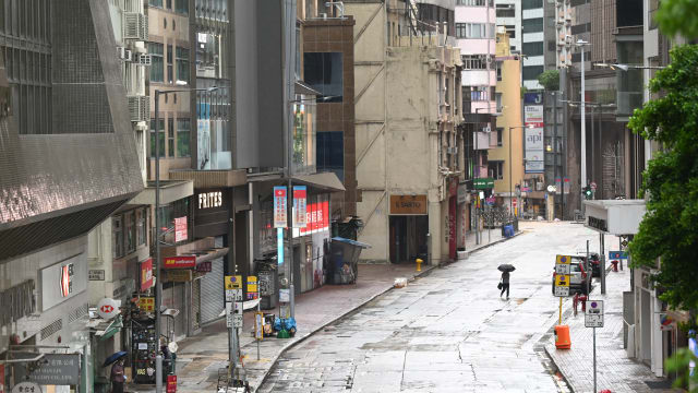 台风圆规吹袭香港 已致一死21人伤
