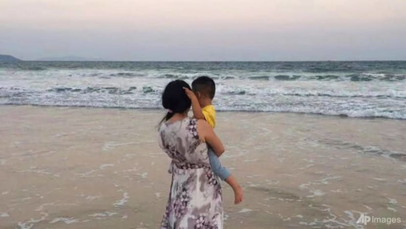 Chinese single mums, denied benefits, press for change