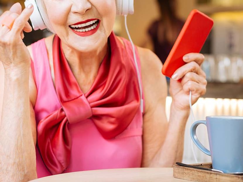 How to pick the right smartphone for your senior parents
