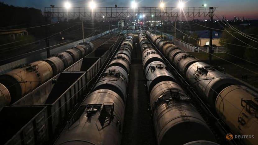 Oil prices edge lower amid doubts over US stimulus, rising coronavirus cases
