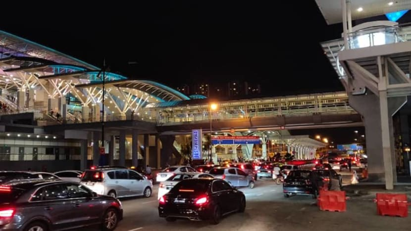 Congestion at JB checkpoint, shortage of taxis to Singapore as travellers cross Causeway ahead of Malaysia's travel restrictions