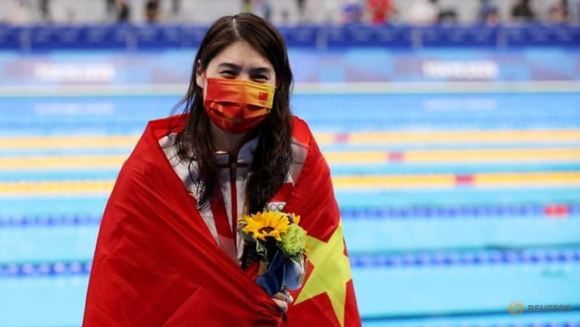 Olympics-Swimming-China's 'butterfly queen' Zhang wins 200m in Olympic record
