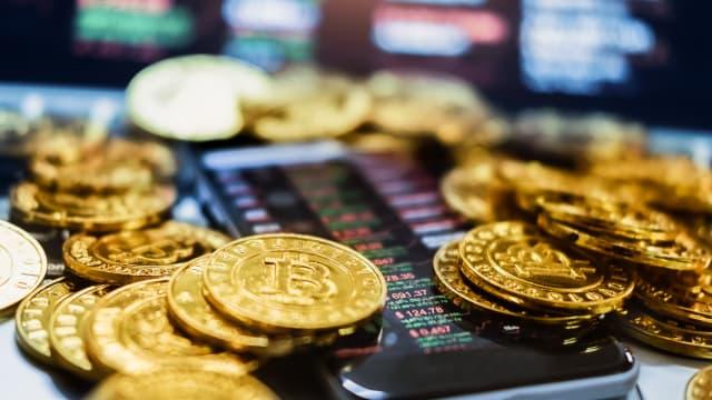 比特币卖压下猛跌 一度滑落到到4万2453.97美元