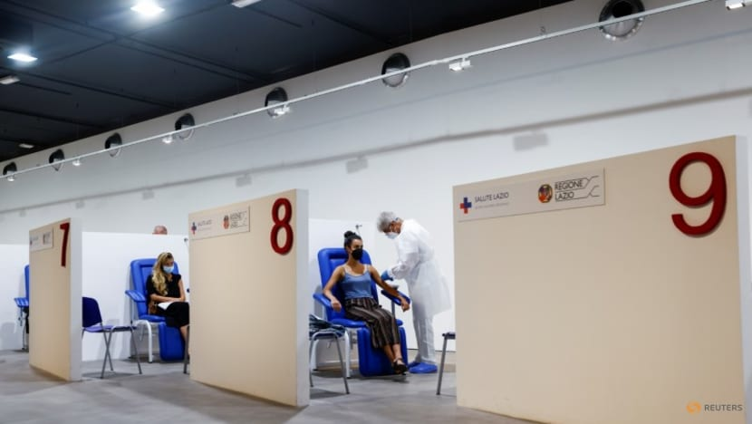 Italy reports 22 coronavirus deaths and 6,902 new cases