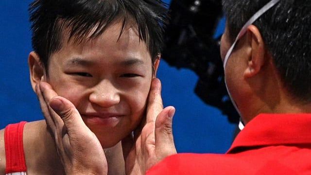 中国14岁小将全红婵 10米跳台跳水夺金时刻