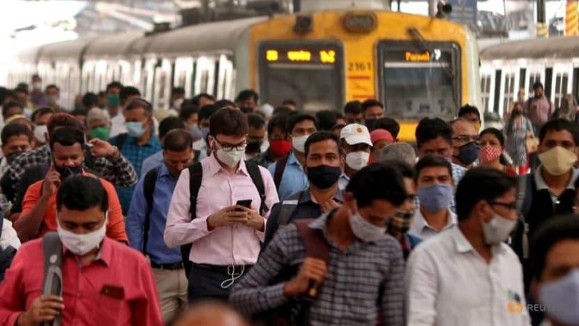 India reports new COVID-19 virus variant, daily deaths at year's high