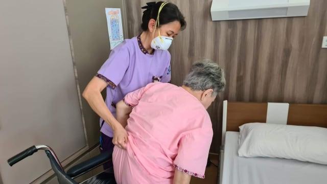 900人响应卫生部号召 自愿加入冠病医疗队伍