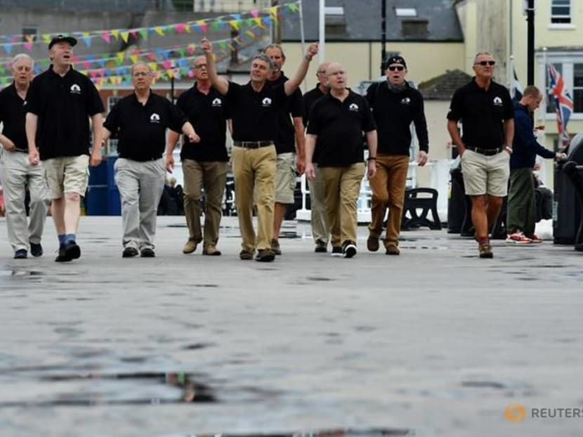 Singers welcome G7 leaders to Cornwall with shanties by the sea