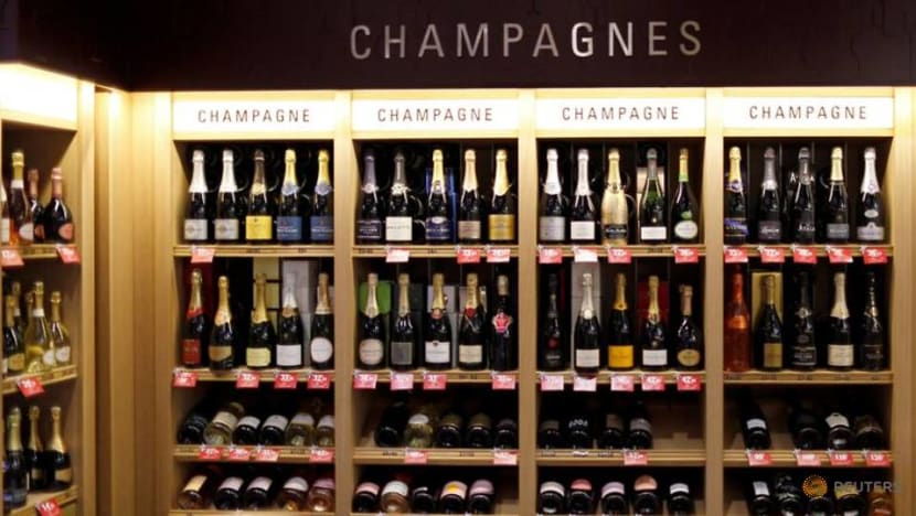 French champagne industry group fumes over new Russian champagne law