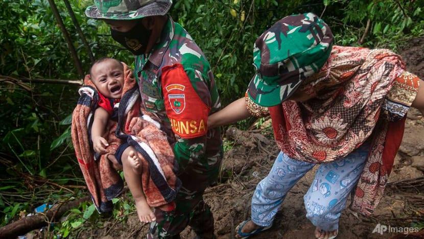 After seeing floods, Indonesian leader Joko Widodo to visit quake zone