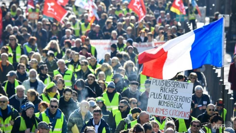 French 'yellow vests' more prone to conspiracy theories: Survey