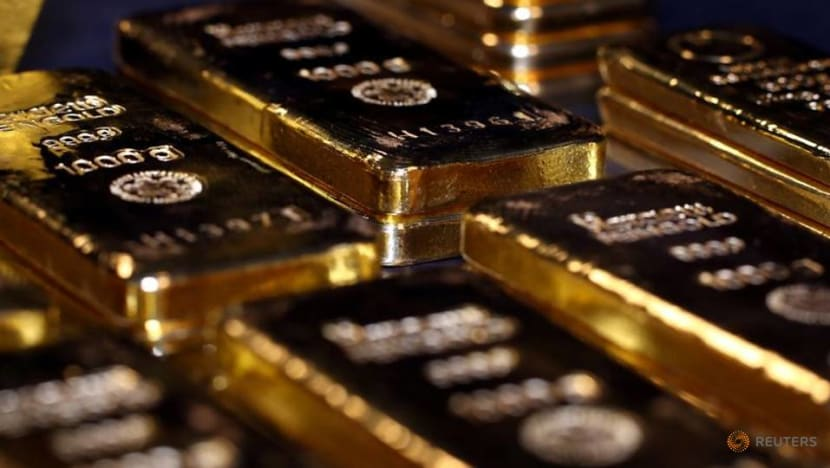 Asia futures mixed as gold prices hold near record peak
