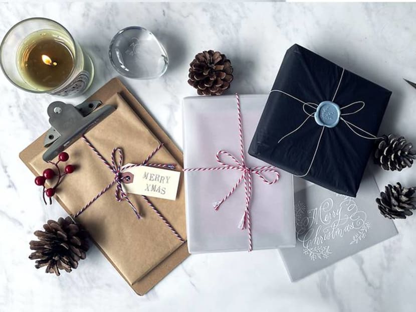 How to make Christmas gifts more personal with wax seal, calligraphy, photos