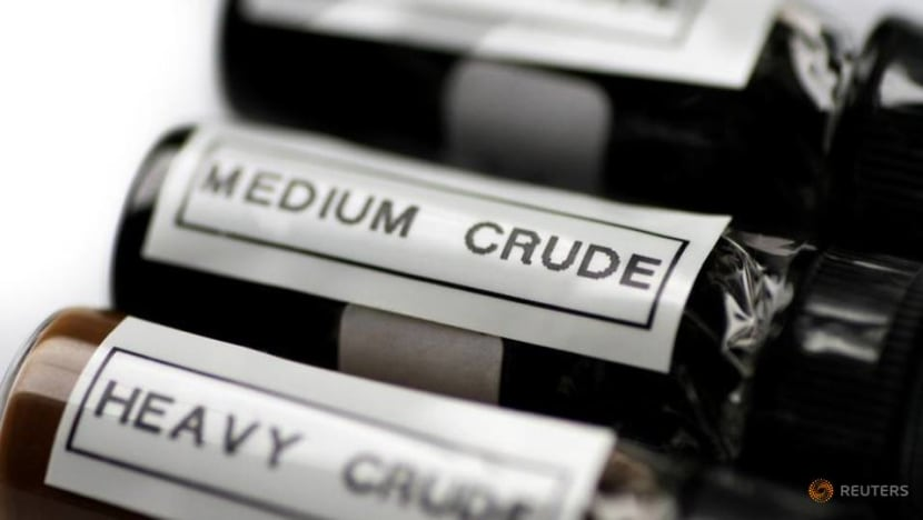 Oil prices fall as China crude import data weighs