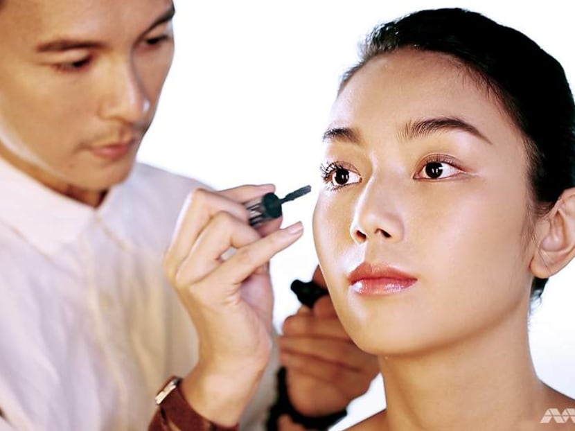Want naturally luscious lashes without using falsies? Clarence Lee shows us how