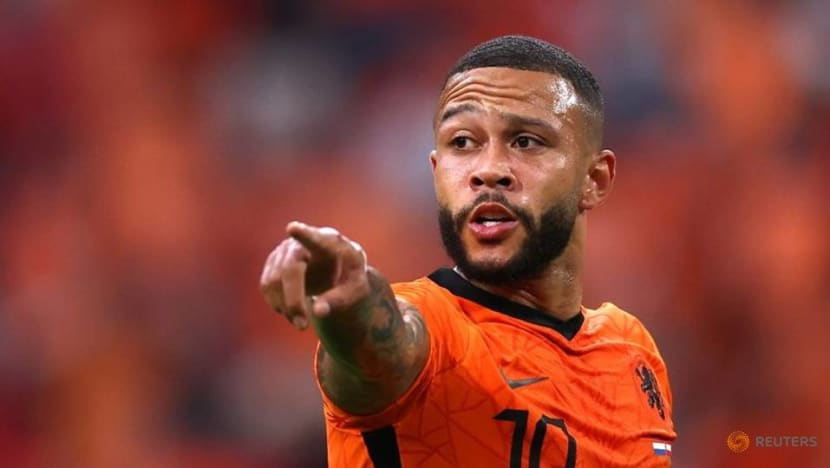 Football: Barcelona to sign Netherlands forward Depay