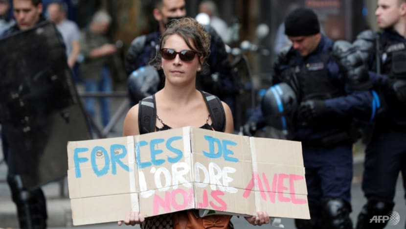 COVID-19: Anti-vaccine demos in France for sixth weekend