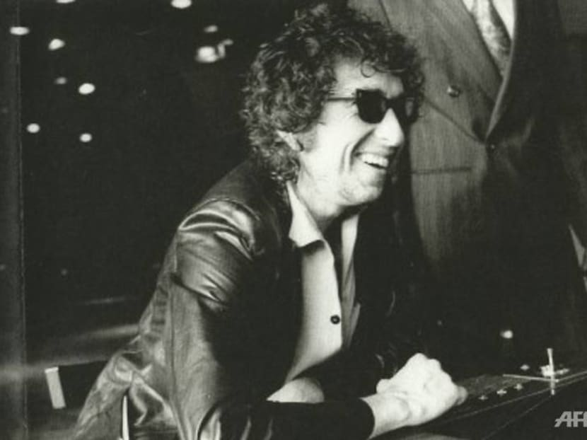 Bob Dylan papers, including unpublished lyrics, sell for US$495,000