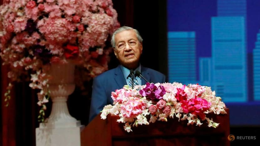 Mahathir warns Malaysians not to abuse freedom of speech following temple riots
