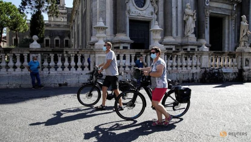 Italy tops 2,000 daily COVID-19 cases for first time since April: Health ministry