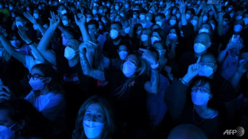 'No sign' of infection after Barcelona COVID-19 concert trial