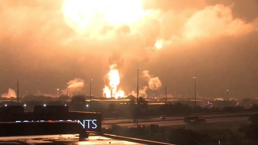 Huge fire breaks out at Philadelphia oil refinery