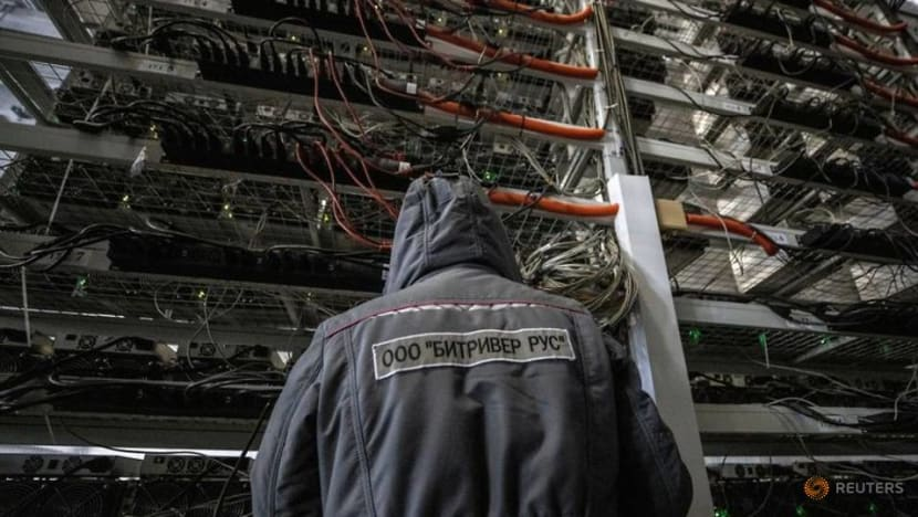Analysis-Limited capacity, difficult logistics to slow Chinese bitcoin miners' global shift