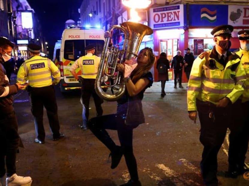 London police irritated by makeshift nightclub in barbershop basement