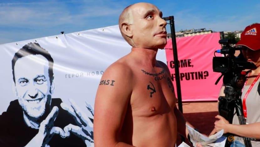 Putin impersonator beats real president to Geneva