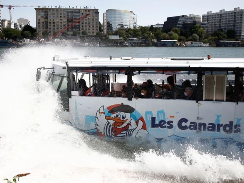 Latest Paris attraction drives tourists into the Seine