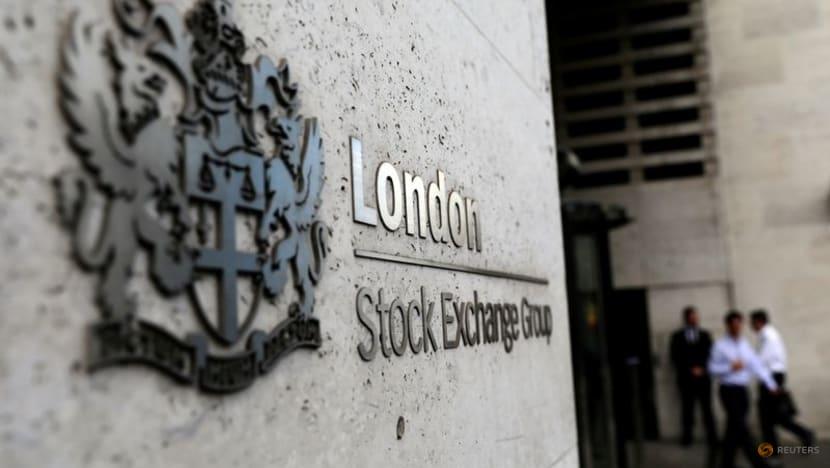 Delta, Fed dominate economic conversation as stocks jump, oil drops