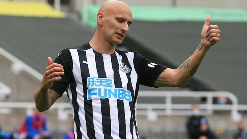 Football: Newcastle's Shelvey to have hernia operation