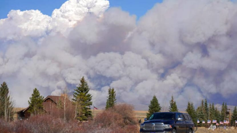 Windswept Colorado wildfire prompts evacuations, closure of national park