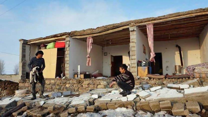 Earthquake in Iran kills nine in neighbouring Turkey