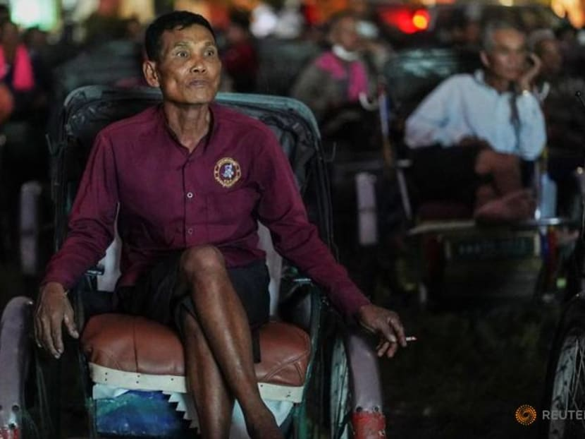 Cambodia's cash-strapped cyclo drivers treated to pedal-in movie