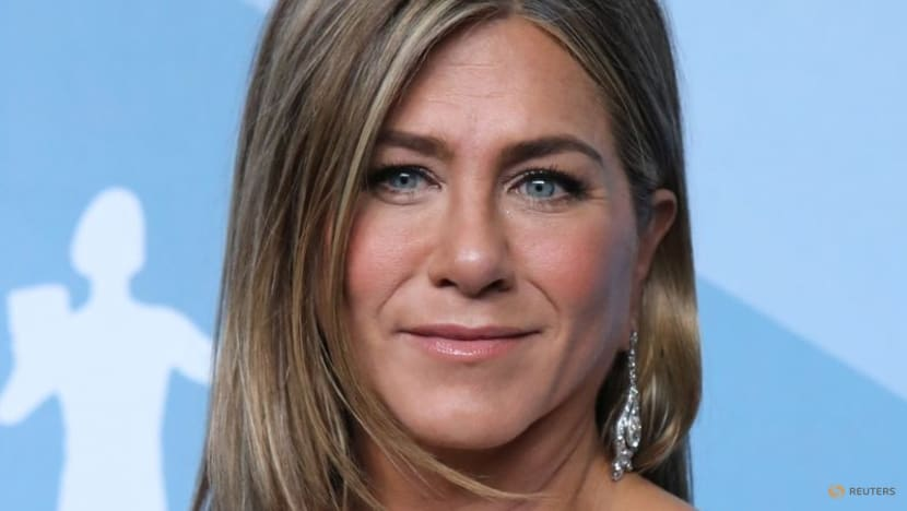Jennifer Aniston defends cutting ties with unvaccinated friends