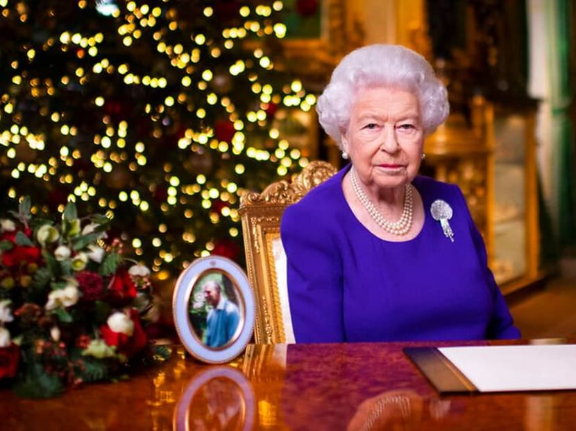 Queen Elizabeth pays tribute to 'kindness of strangers'