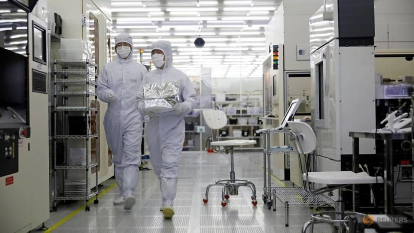 South Korea begins COVID-19 vaccination for chip, electronics workers